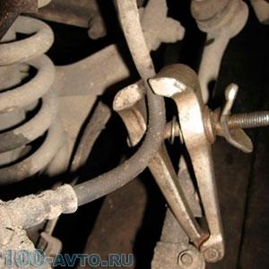 Пережим тормозного шланга